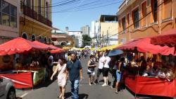 Visto da feira ao direção para porto de Manaus